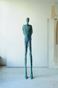 Anne Haring, Stele 1987, Bronze, H 162,5 cm
