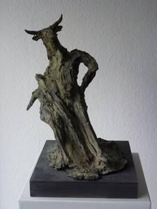 Minotaurus mit Beute, Bronze, 2010, H 41 cm
