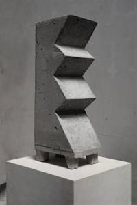 F. Grieshaber, Das Zickzackprinzip, Beton, 2015 H 51,5 cm