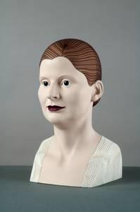 Cora Volz, Porträt Dörte (mit dunkelrotem Haar), Gips/Acrylfarbe/textiles Gewebe, 2016