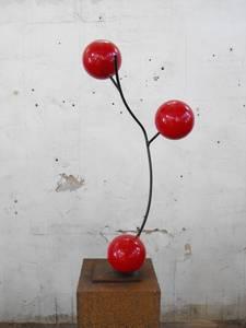 Bruno Feger, Rote Beeren, Stahl/Farbe