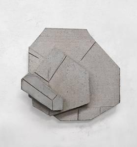 F. Grieshaber, Häuserrelief, Beton, 2017, H 58 cm